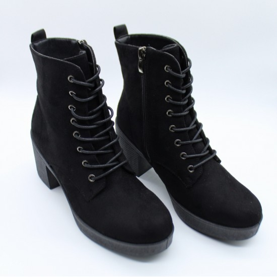 Laced low boots with little heel