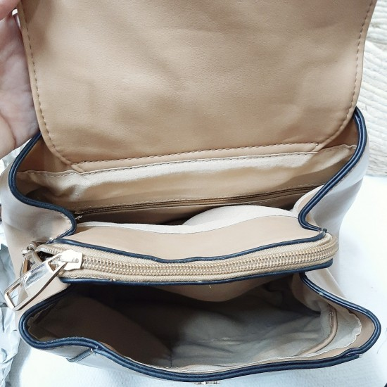 Backpack with two colors and seams